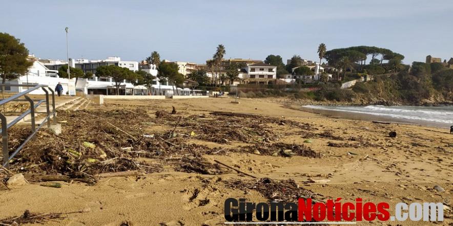 La platja de Sant Esteve de La Fosca, aquest matí