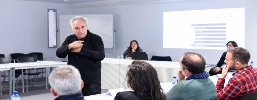 alt - Empresaris de Tarragona es formen en un curs de gestió de pimes de la restauració organitzat per CaixaBank i elBullifoundation