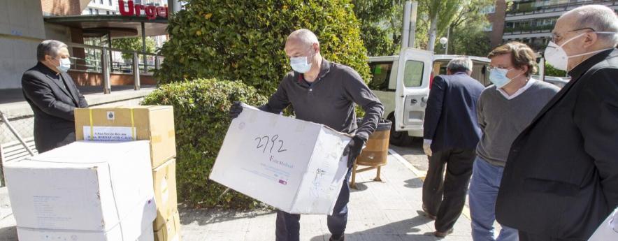 alt - El alcalde agradece al Vaticano la donación de material sanitario a Madrid