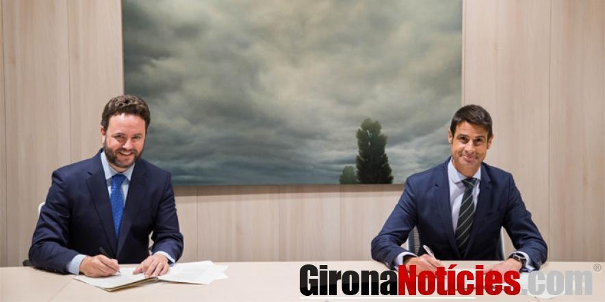 Iker Beraza i Daniel Caballero, durant la signatura de l'acord