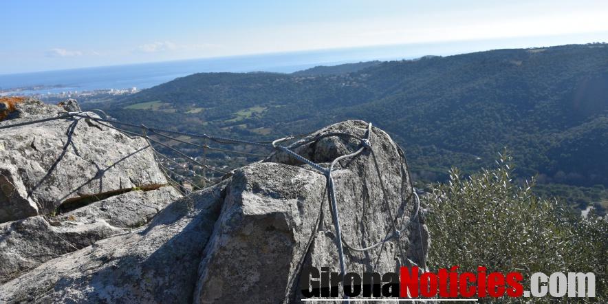 alt - Treballs d'estabilització de les roques a Castellbarri