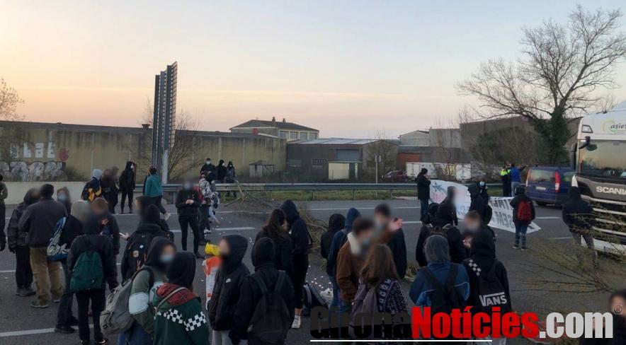 manifestants talla l'AP-7
