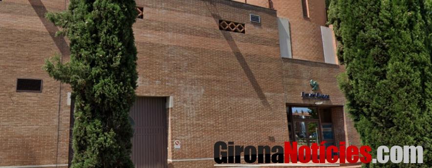 alt - Salut obrirà el punt de vacunació massiu del Palau de Fires de Girona el proper dilluns 19 d'abril