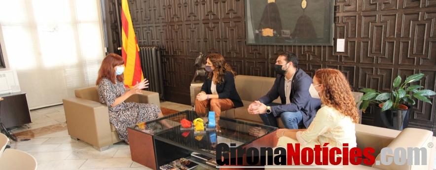 alt - L'alcaldessa de Girona rep la visita de la consellera de la Presidència del Govern de la Generalitat de Catalunya